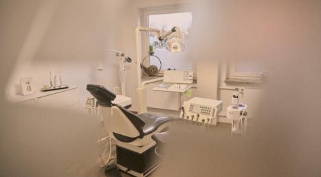 Behandlungszimmer der Zahnarztpraxis Zum weißen Zahn in Nürnberg